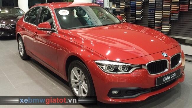 Xe BMW 320i màu đỏ Melboure