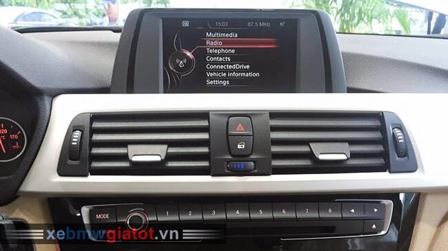 màn hình giải trí xe BMW 320i