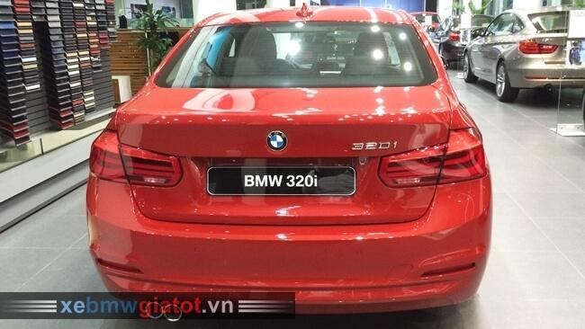 đuôi sau xe BMW 320i