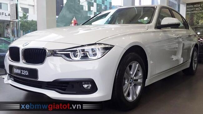 Xe BMW 320i màu trắng Mineral