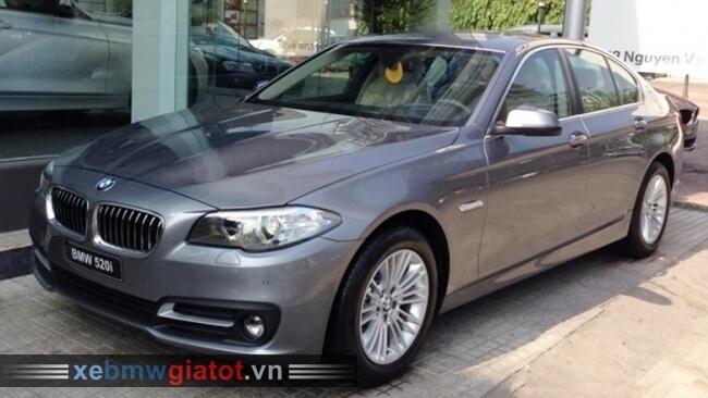 Xe BMW 520i màu ghi xám Space.