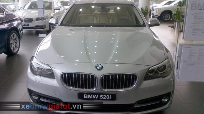 Xe BMW 520i màu bạc Glacier.