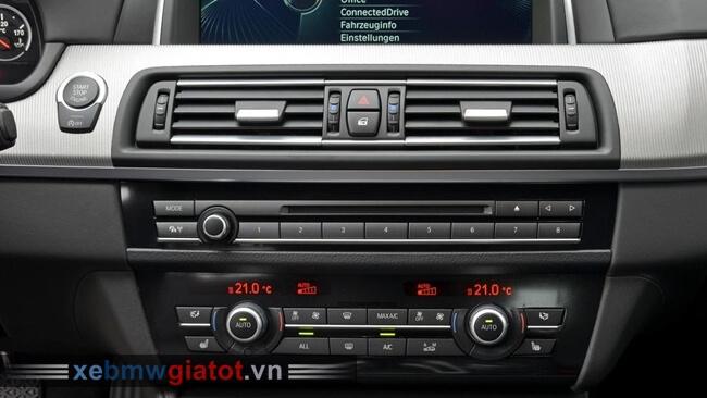 bảng điều khiển trung tâm xe BMW M5