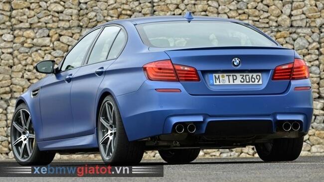 đuôi xe BMW M5 2017 mới