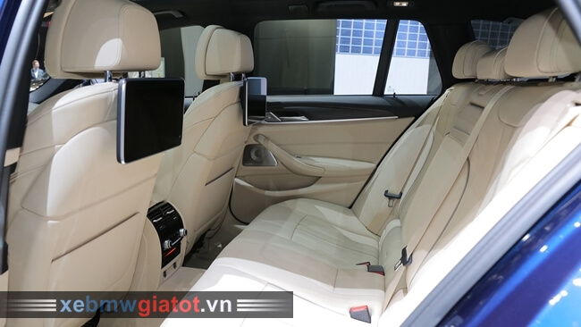 Ghế sau xe BMW 5 Series Touring 2017