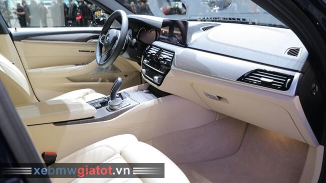 Nội thất xe BMW 5 Series Touring mới