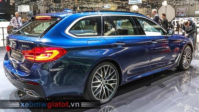 Đuôi xe BMW 5 Series Touring 2017