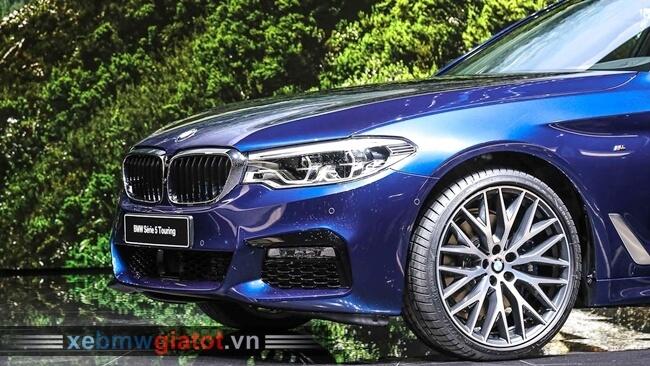 Đầu xe BMW 5 Series Touring 2017