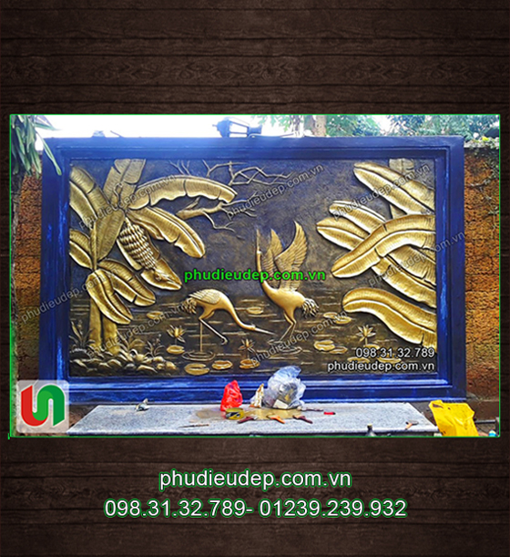 Phù điêu Chuối và Chim hạc Xi măng, Composite