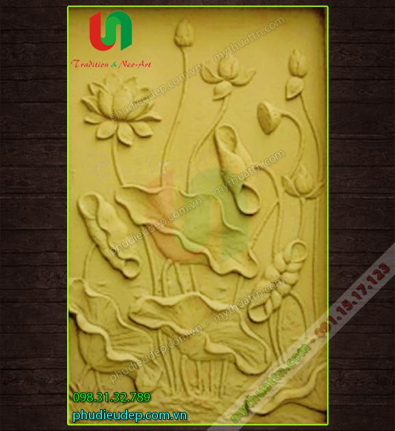 Tranh phù điêu hoa sen thạch cao mạ đồng ở Hà Nội