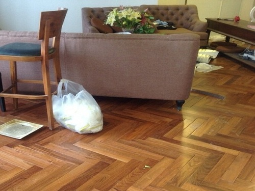 giá sàn gỗ óc chó thuộc sàn gỗ tự nhiên giá rẻ