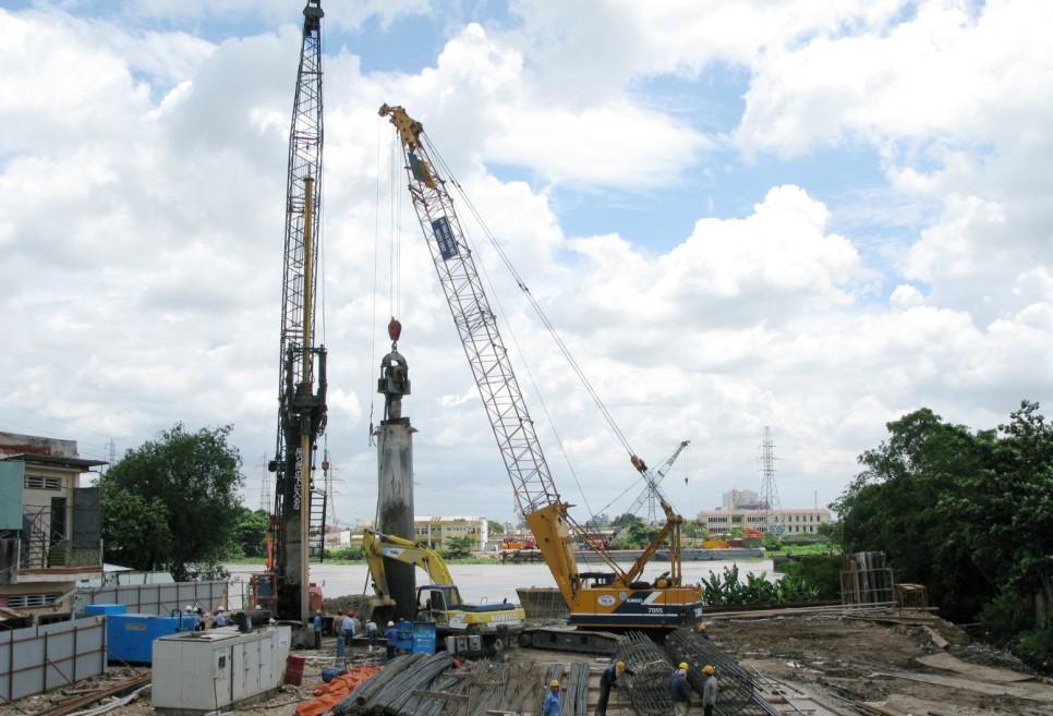 Khoan cọc nhồi công trình cầu Bình Lợi