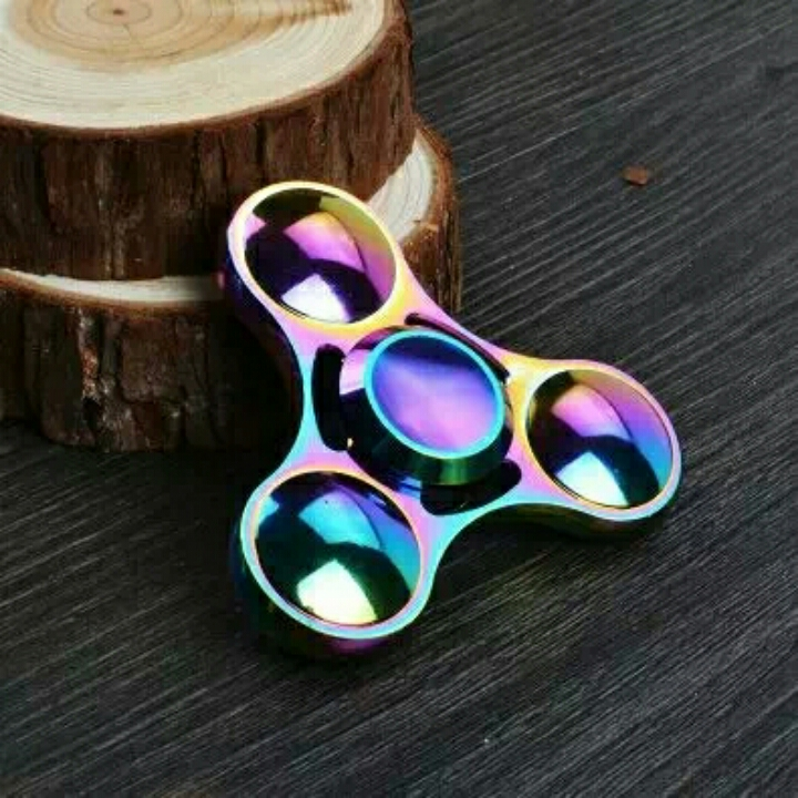 quay hand spinner mắt ngọc