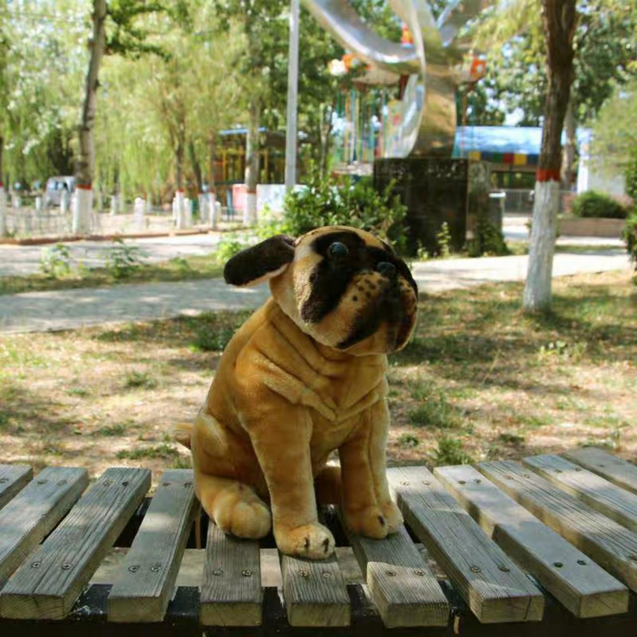 Chó pugdáng ngồi nhồi bông