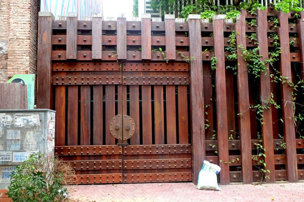 Cổng gỗ tự nhiên dành cho biệt thự đẹp