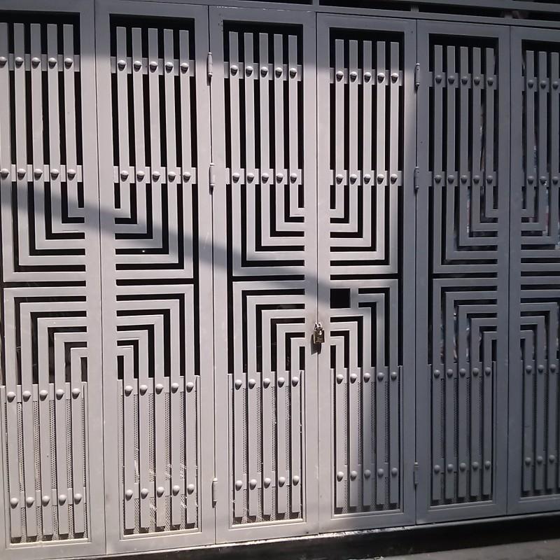 Cửa sắt hộp 4 cánh đẹp