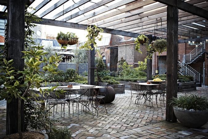 Thiết kế quán cafe sân vườn ấn tượng