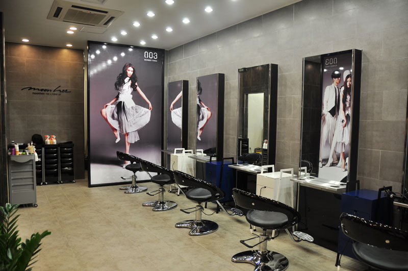 Kết quả hình ảnh cho Vách kính gương soi showroom tiem toc