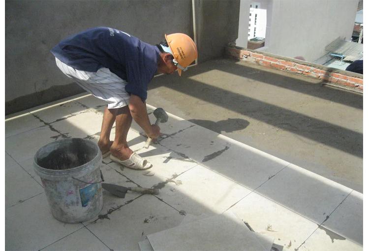thợ ốp lát nền gạch chuyên nghiệp