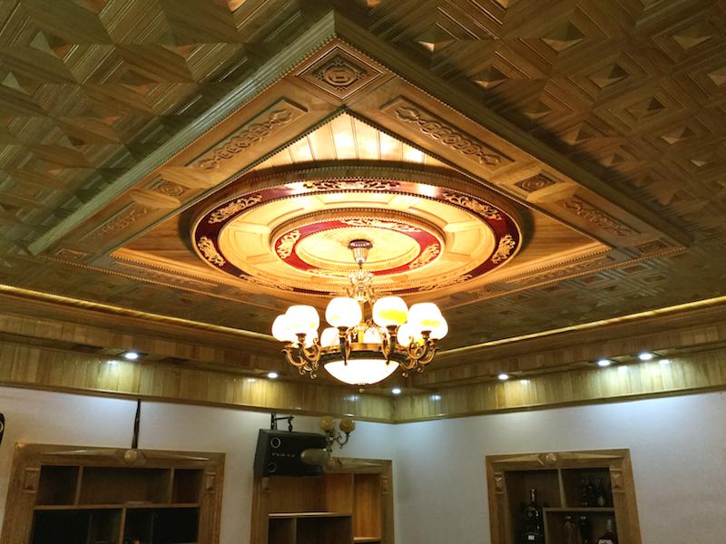 trần gỗ phòng khách