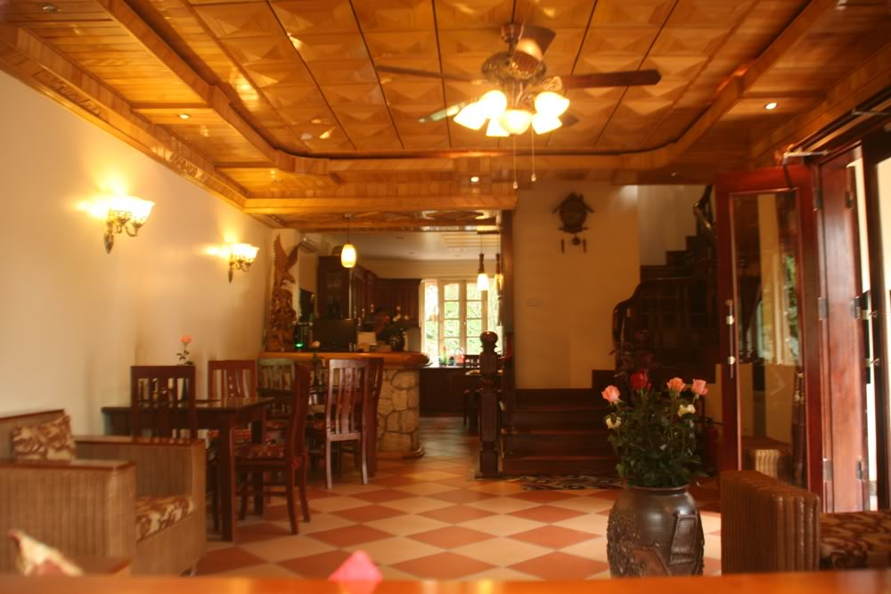 trần gỗ phòng khách đẹp