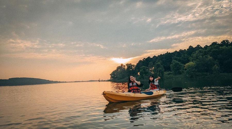 chèo kayak ở đại lải resort