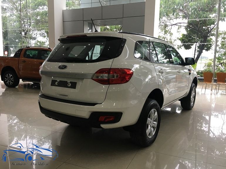 Gia xe Ford Everest may dau so san mot cau 2018