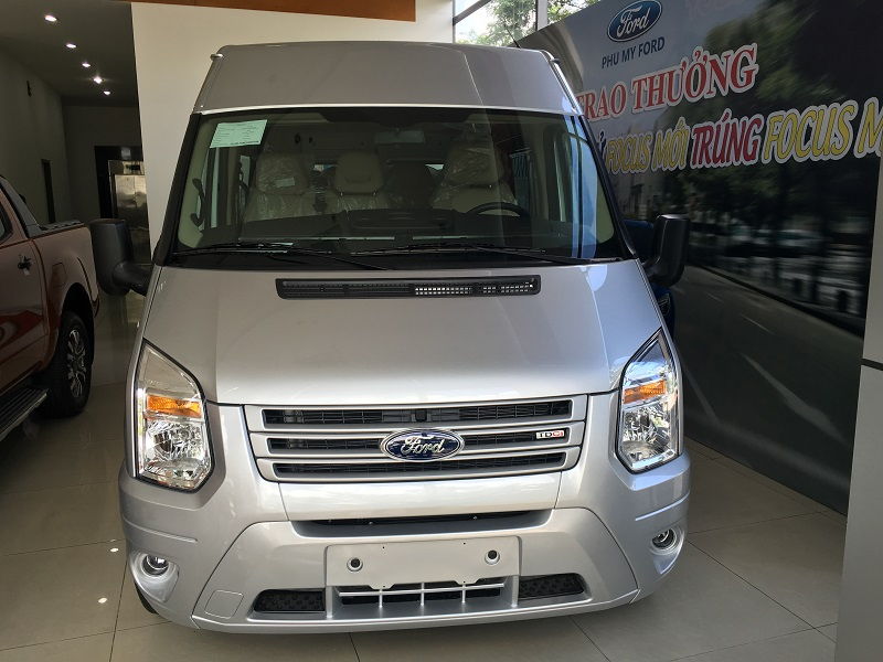 Ford Transit cao cấp 2017