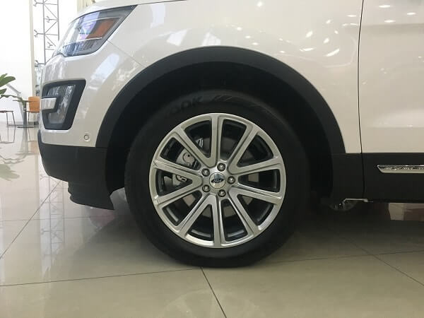 mua xe Ford Explorer 2.3L Ecoboost AT Limited 2017 mau trang