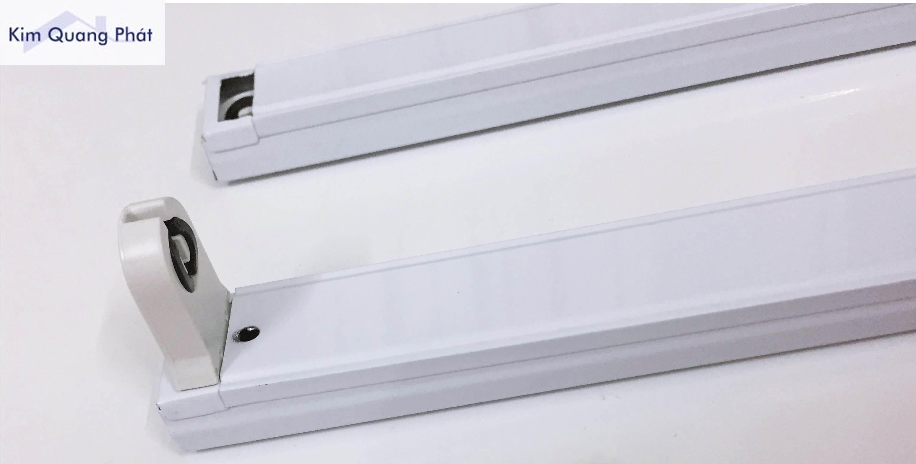 Máng đèn led 1m2 cài trắng có sọc