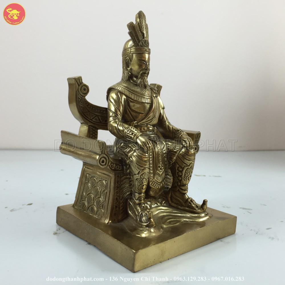 Tượng vua Hùng bằng đồng ngồi