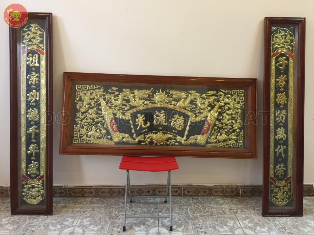 Bộ hoành phi câu đối đồng vàng khung gỗ dài 1,76 m, rộng 68 cm