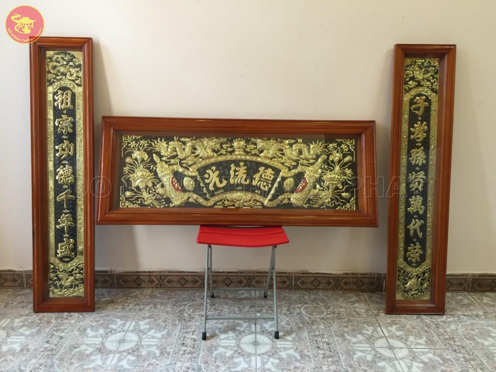 Bộ hoành phi câu đối đồng vàng khung gỗ dài 1,55m, rộng 59 cm