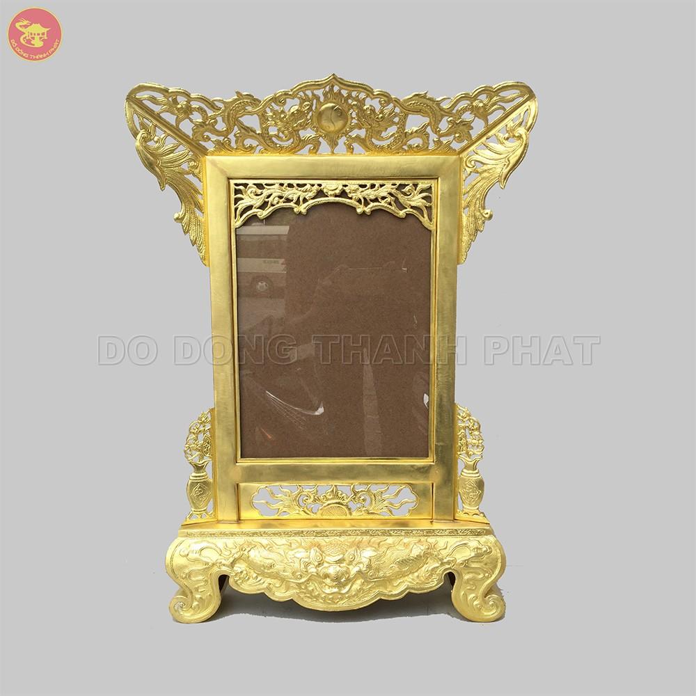 Khung ảnh thờ bằng đồng vàng cao 52 cm, rộng 42 cm, để khung ảnh 20x30 cm