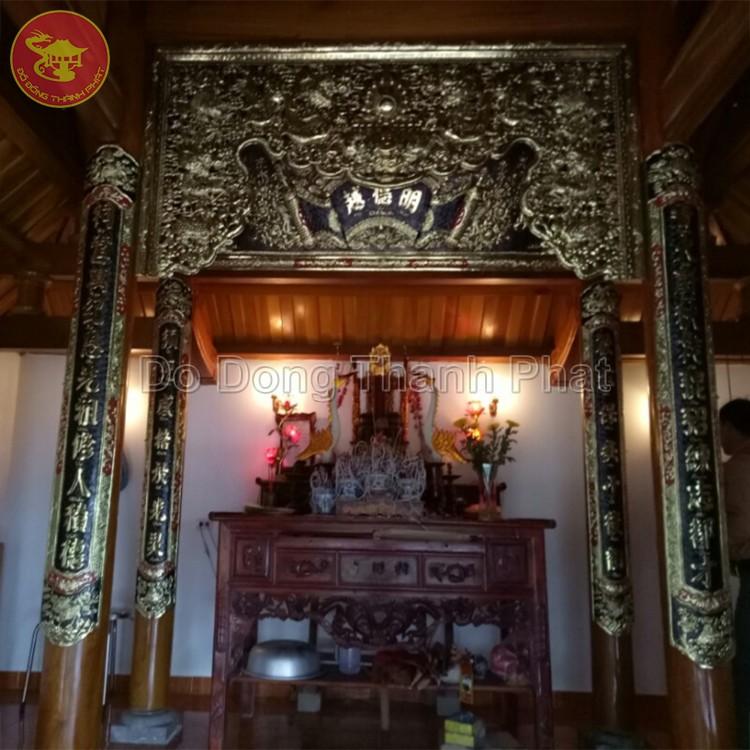 Đại tự hoành phi câu đối đồng vàng treo phòng thờ tổ tiên