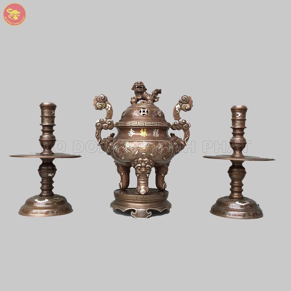 Bộ đồ thờ cúng bằng đồng tam sự đỉnh nến khảm ngũ sắc 1 chữ vàng cao 40 cm