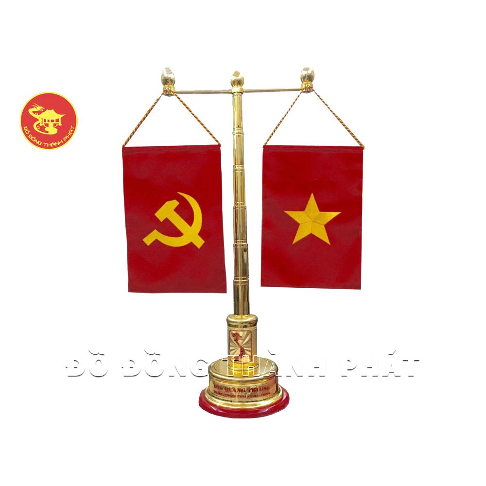 Cột cờ để bàn làm việc bằng đồng