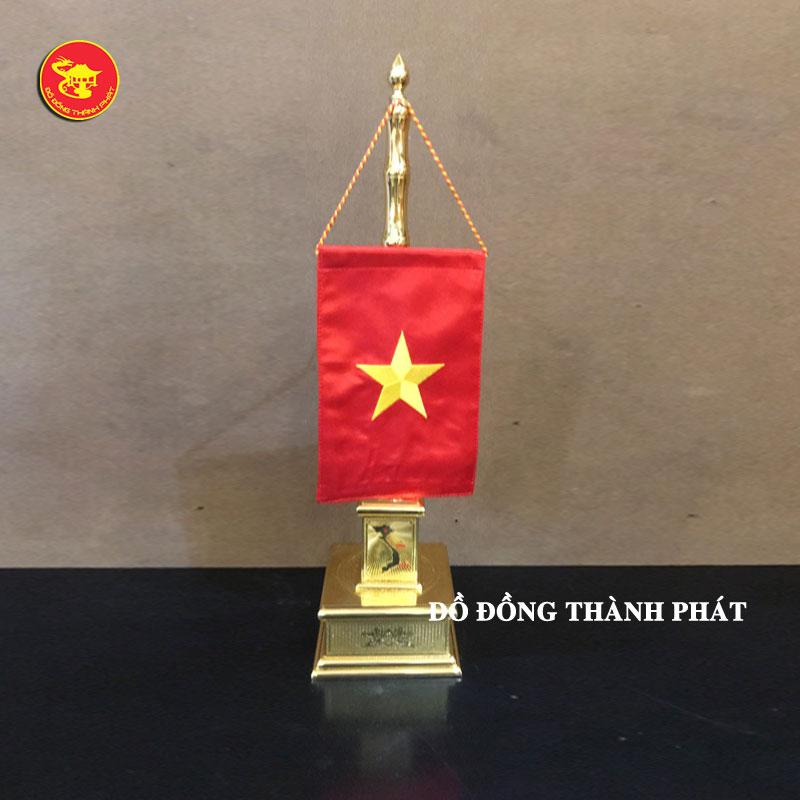 Cột cờ thân trúc đơn để bàn làm việc tại Hà Nội