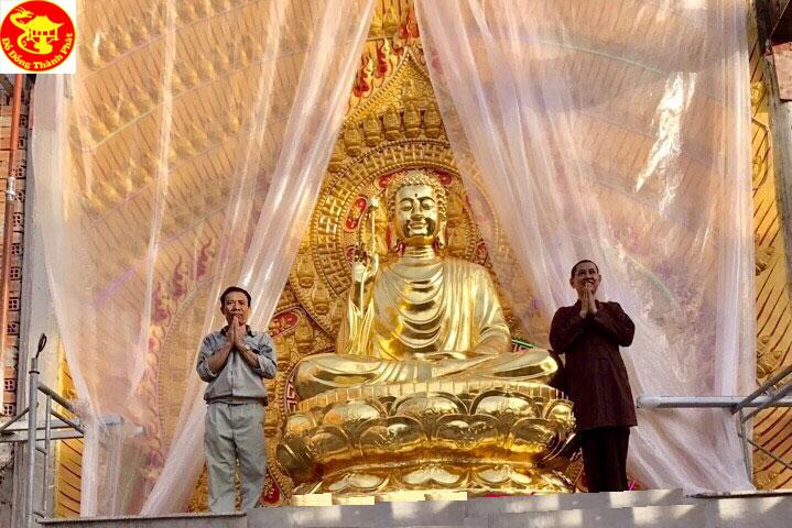 Đúc Tượng Bổn Sư Thích ca Mâu Ni Bằng Đồng Dát Vàng 9999 Cao 3,9 m Cho Chùa Sài  Gòn