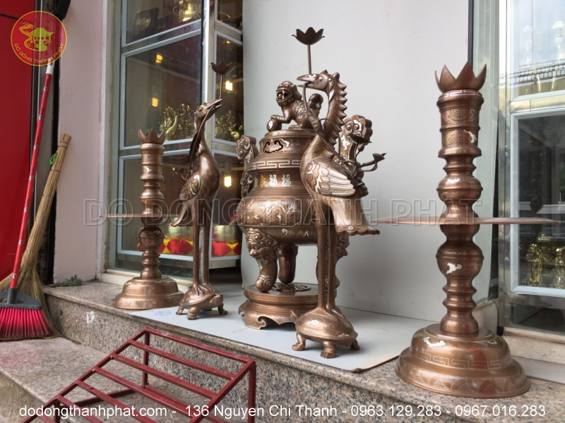 Bộ đồ thờ cúng đồng ngũ sự khảm ngũ sắc 1 chữ vàng cao 70 cm