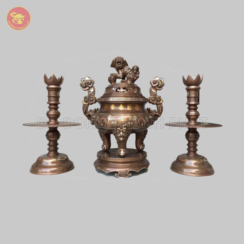 Bộ đồ thờ bằng đồng tam sự đỉnh nến khảm ngũ sắc 5 chữ vàng 55 cm