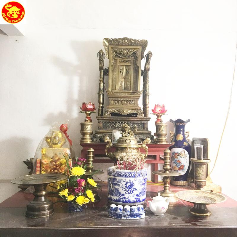 Bộ Ngai thờ Khám Thờ Bằng Đồng hun Trên Ban Thờ Nhà Họ Nguyễn Thái Bình Cao 68 cm