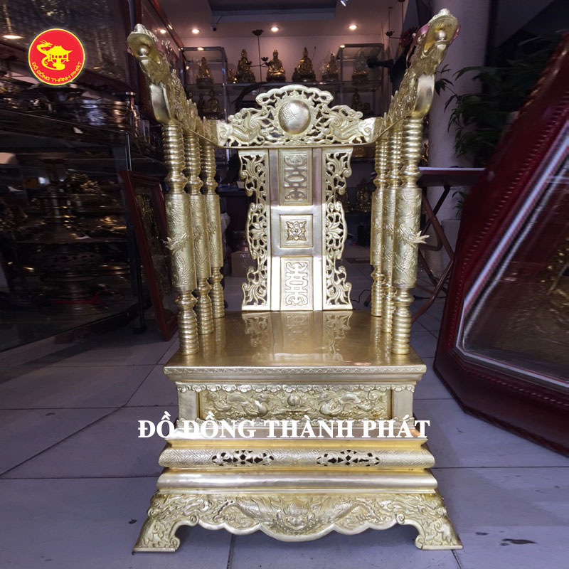 Ngai thờ bằng đồng cao 68 cm tại Hà Nội