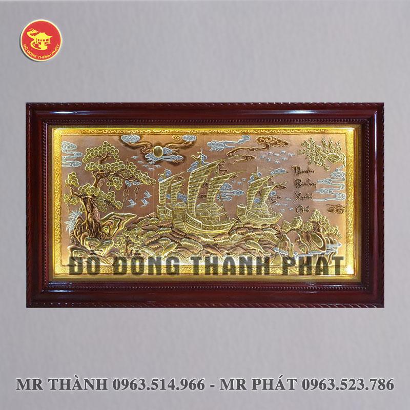 Tranh Thuận buồm xuôi gió bằng đồng nền vàng có đèn led