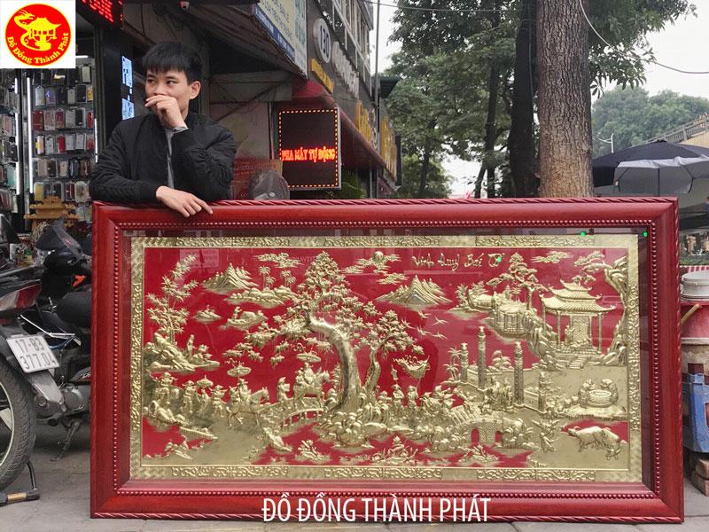 Tranh Vinh Quy Bái Tổ Bằng Đồng Khung Gỗ Hương Dài 1,97 m Cho Phòng Khách Tư Gia