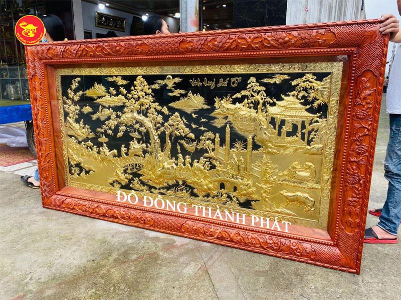 Bức tranh vinh quy bái tổ bằng đồng khung gỗ hương