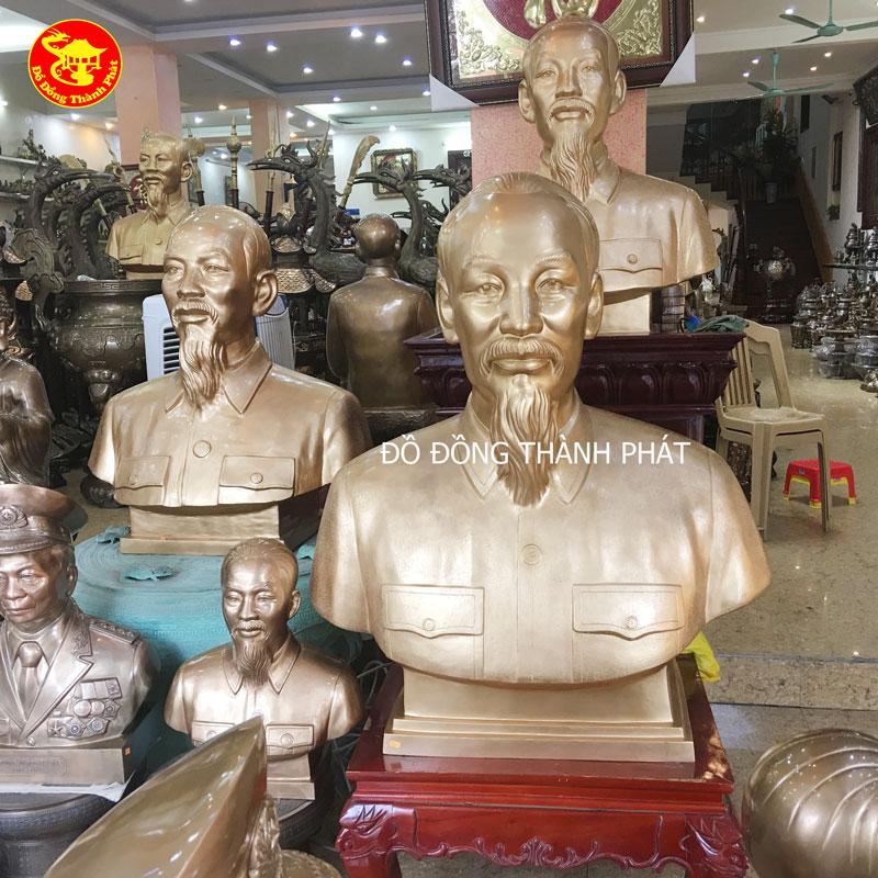 Tượng Hồ Chủ Tịch Bằng Đồng Vàng Diện Đẹp Trưng Bày Tại Nhà Văn Hoá Quảng Ninh