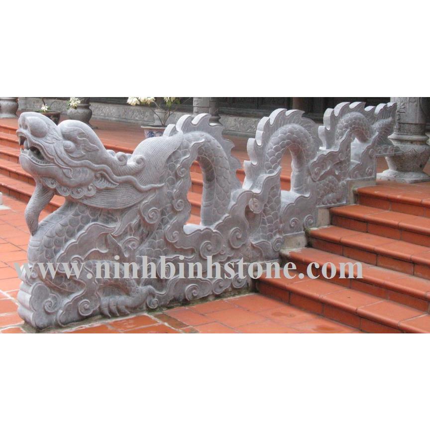 Rồng đá bậc nhà thờ
