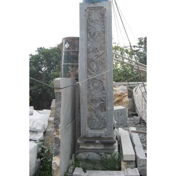 Cột đá chạm cúc