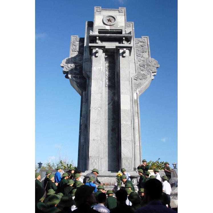 Đài tưởng niệm 04